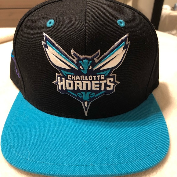 879bf18b18f9e Mitchell & Ness Accessories   Mitchell And Ness Charlotte Hornets ...